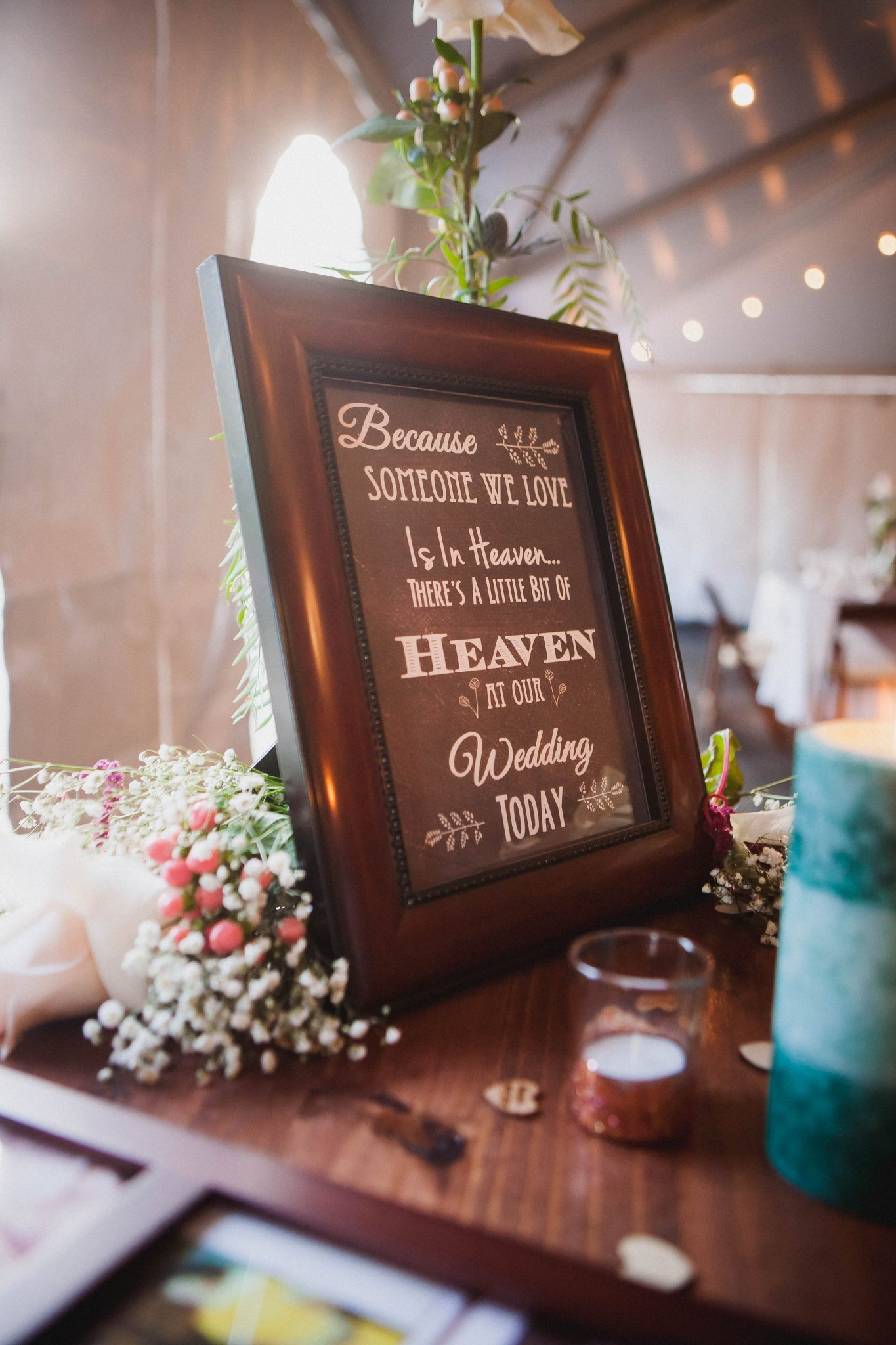 Wedding memory table to honor family members that passed away